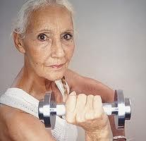 senior-lifting-weights